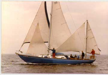 BI40 under full complement of sails
